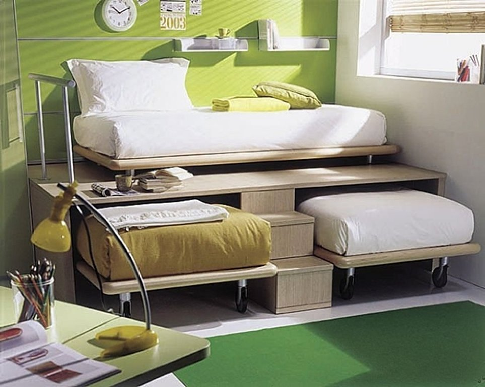 Image of: Modern Three Bed Bunk Beds