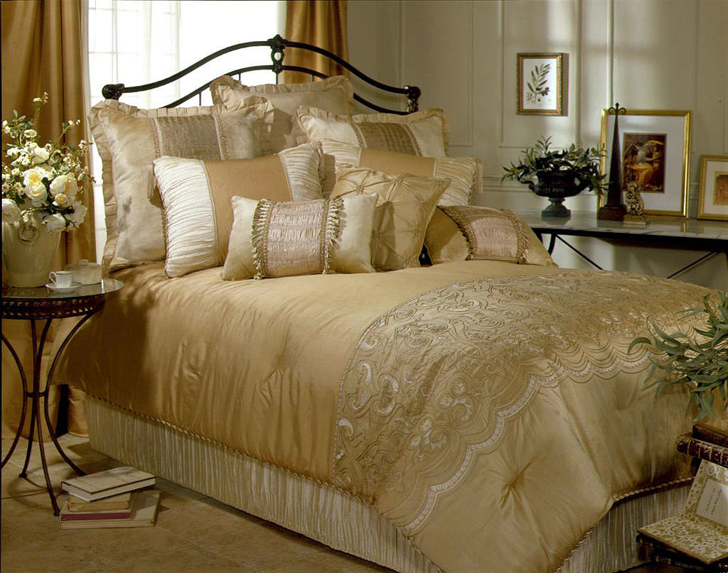 Image of: New Contemporary Luxury Bedding