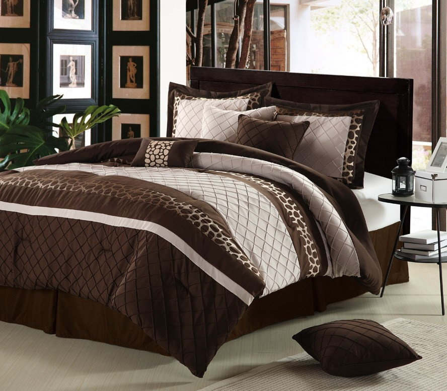 Image of: Over sized Brown Bed Sets