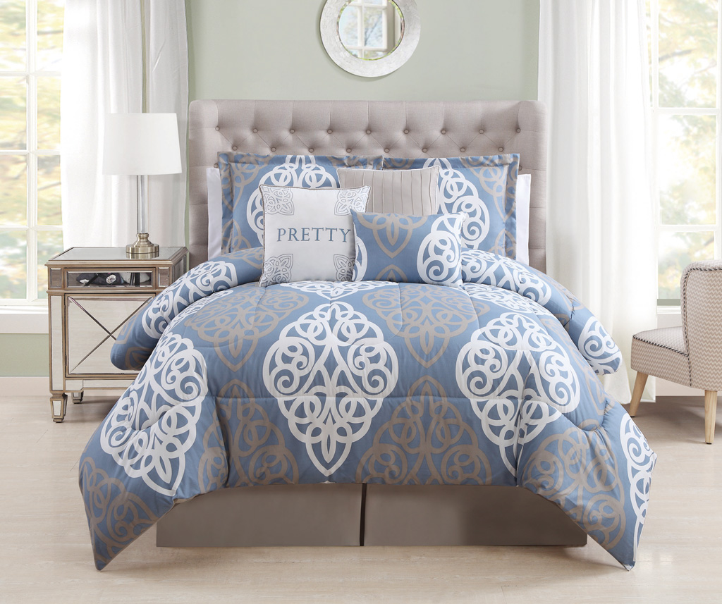 Image of: Pretty Blue and White Bedding Sets