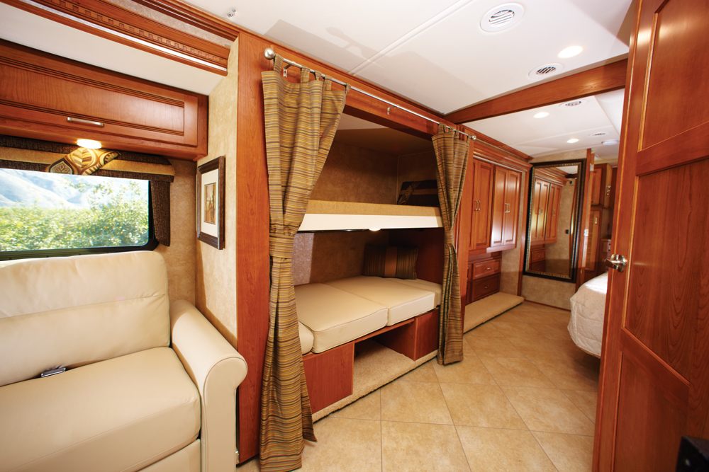 Image of: Rv With Bunk Beds for Rent