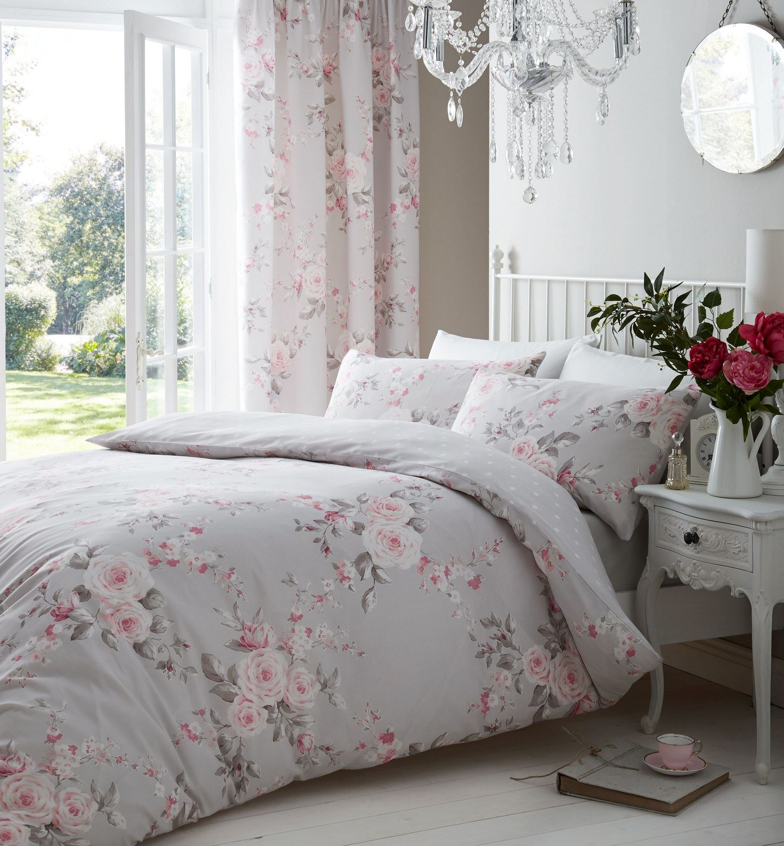 Image of: Shabby Chic Floral Bed Set