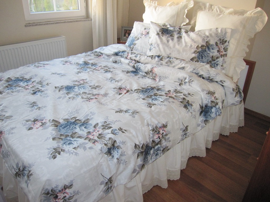 Image of: Simple Chic Bedding Sets