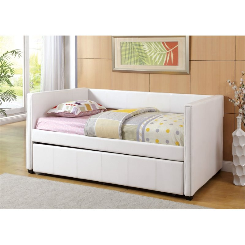 Image of: Simple Day Beds with Trundle