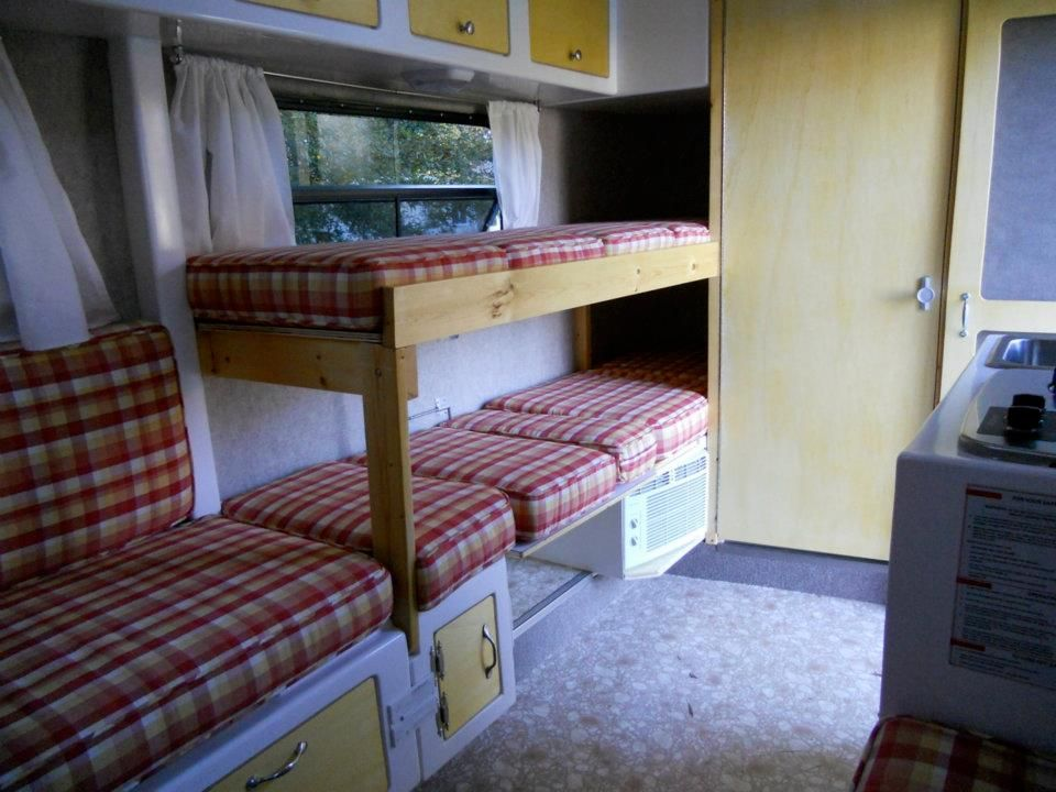 Image of: Simple Travel Trailers with Bunk Beds