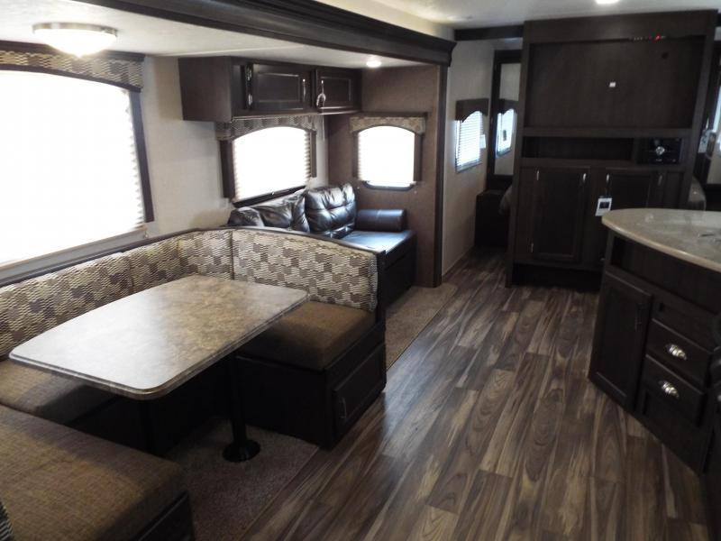 Image of: Travel Trailers with Bunk Beds Size