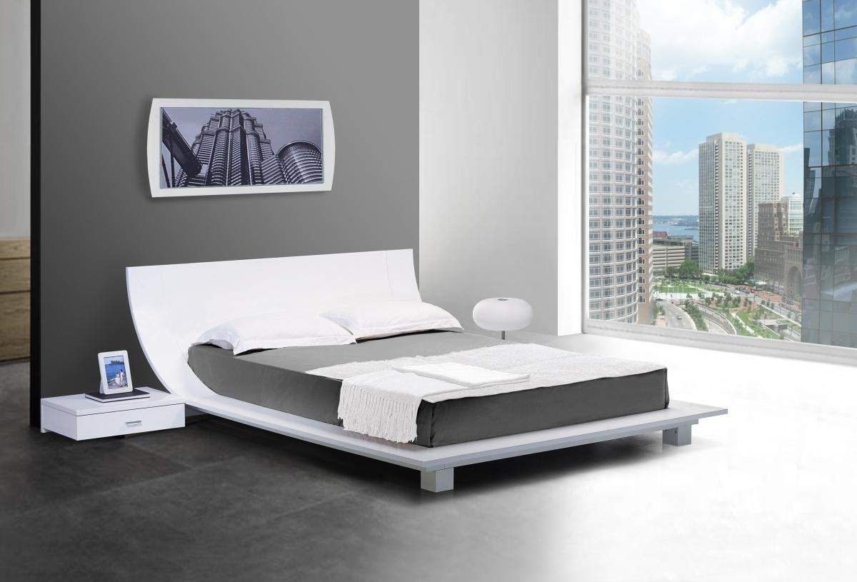 Image of: White Contemporary Bed Sets